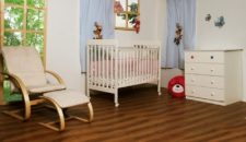 חדר מיתר ומבחר מוצרי תינוקות נוספים