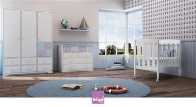 חדר לתינוק ניר ברשת חנויות בייבי לאב מכיל מגירות רבות וחללי אחסון קטנים וחכמים.