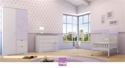 חדר לתינוק ארנב ברשת חנויות בייבי לאב מגיע בצבעים רכים ובהירים ומעוטר בחריטת ארנב.