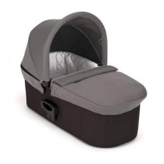 אמבטיה בייבי ג'וגר דגם דה לוקס צבע אפור שכיבה מלאה של 180 מעלות מאפשרת להשכיב את התינוק על הבטן ועל הגב