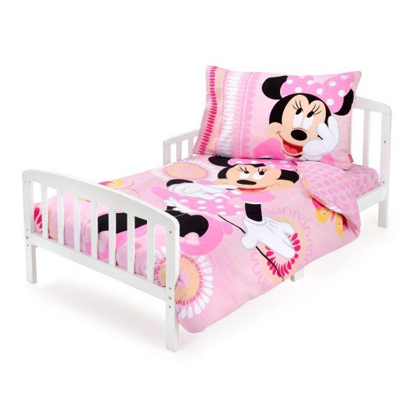 מיטת מעבר עם מצעי מיני